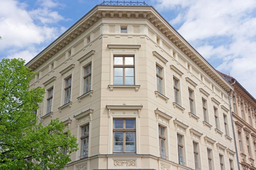 Fassade eines Altbaus in Potsdam, Deutschland